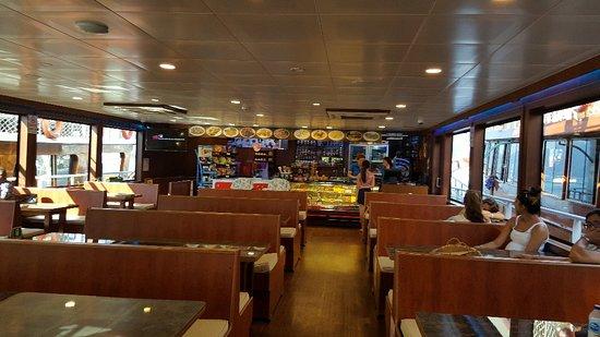 Imagen de Viaje diario en barco con fondo de cristal