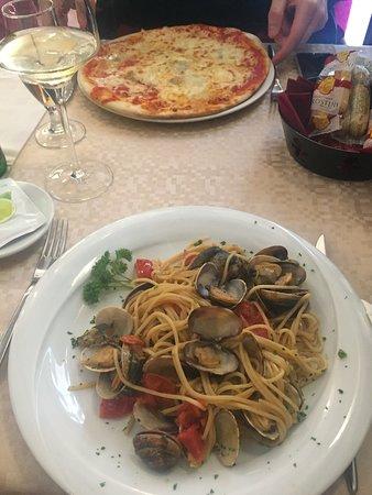 Osteria Ae Sconte: spagetti con frutti di mare