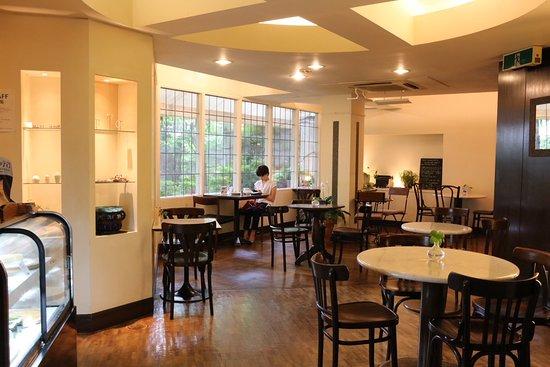 Cafe Yamaneko: atmosphere of the shop