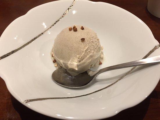Jugemu: 「昼のそば懐石」の蕎麦アイスです。