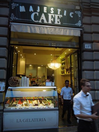 Majestic Cafe: The entrance showing the gelatos on display