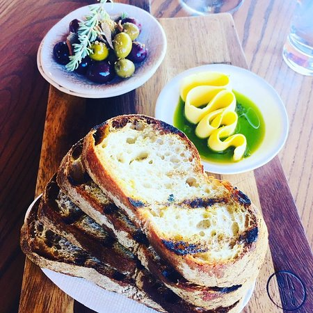 Constantia, Sudáfrica: Local Bread, Butter and Olives