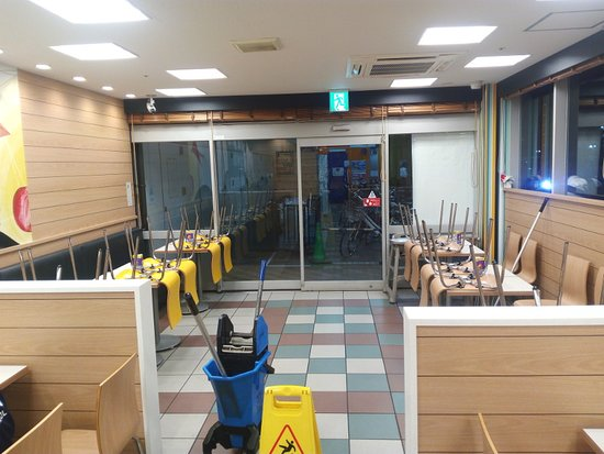 McDonald's Gakuen Yume Town: Cleaning was on, and we got hungry a bit early on
