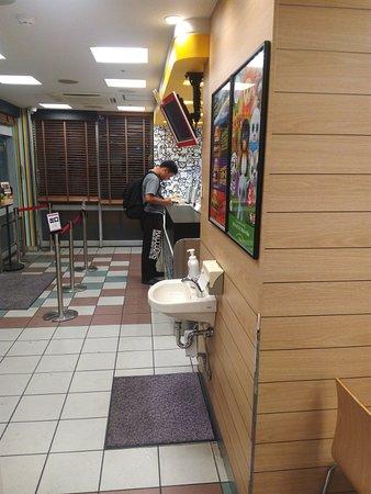 McDonald's Gakuen Yume Town: A nice small hand-wash area