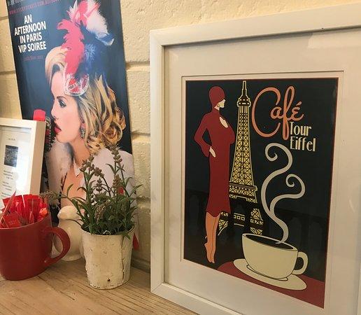 Little Paris Cafe: French decor