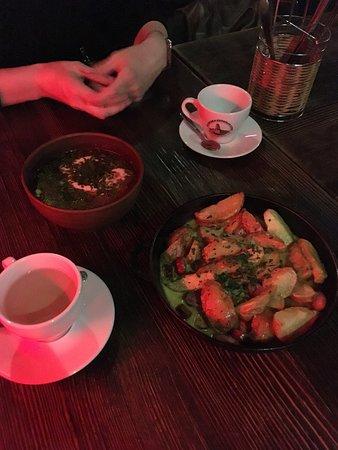 Gasova Lampa: борщ и сковорода с сосисками