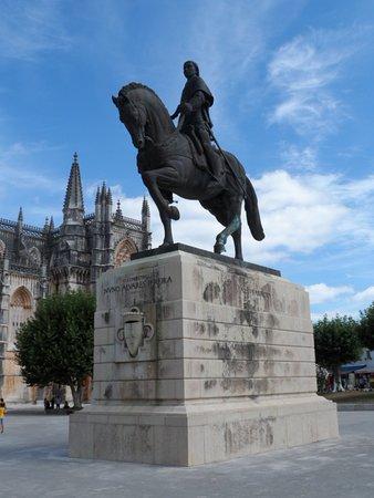 Batalha, Portugal: Foto do monumento ao Infante D. Henrique