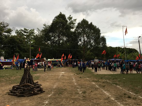 Nha rong Kon Klor: infront the Rong house
