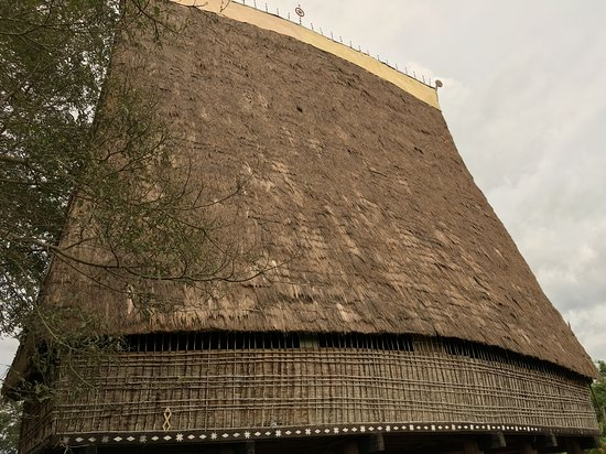Nha rong Kon Klor: back of Rong house