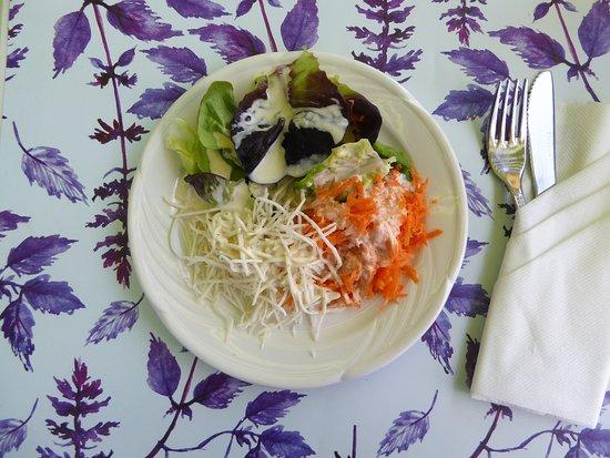 Bahnhof: Gemischter Salat zum Tagesmunue