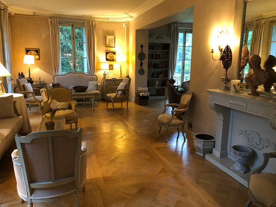 Poigny la Foret, France: Formal rooms & Salons
