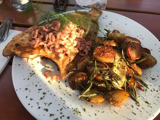 Nieblum, Jerman: Scholle mit Krabben und Rosmarinkartoffeln