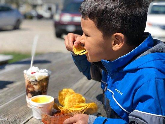 Pataskala, Ohio: Nachos Supreme & a Hot Fudge Sundae