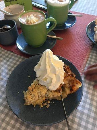 Oldsum, Γερμανία: Apfelkuchen mit Sahne