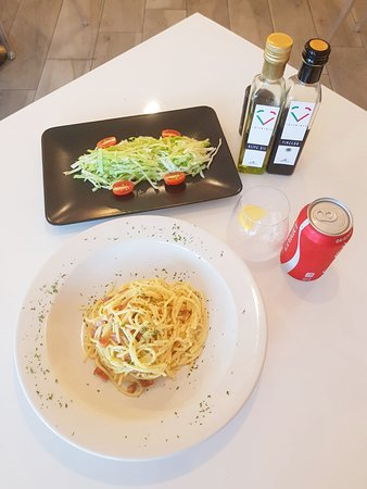 Loveataly: spaghetti carbonara, insalata verde and Coca Cola