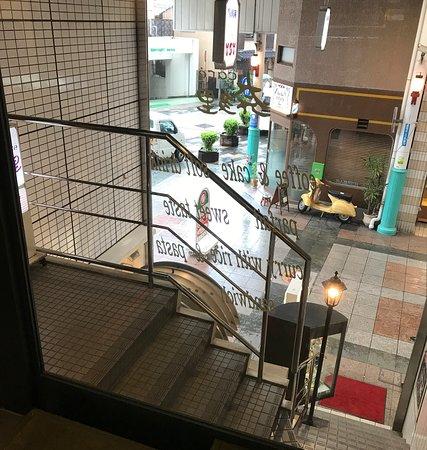 Natari: 奈多里の店内から見下ろした上川端商店街南口