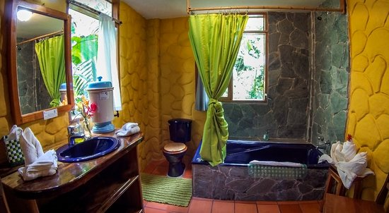 Casa Divina Lodge: Our cosy and comfortable bathrooms.