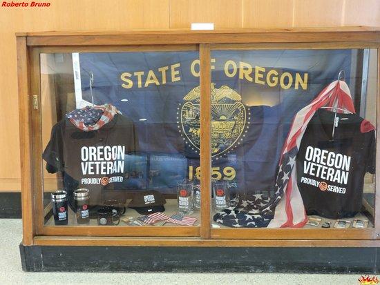 Oregon State Capitol: Cimeli