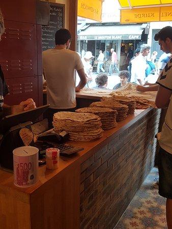 Urfa Dürüm: Hot lahmacun and bread