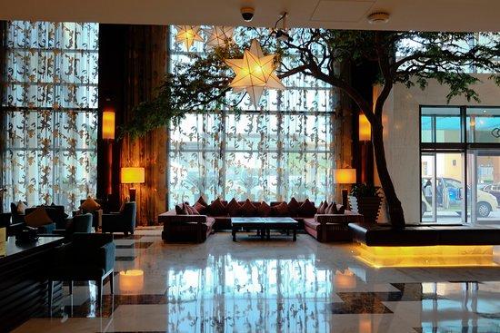 Sofitel Dubai Jumeirah Beach: Hall d'entrée du Sofitel JBR