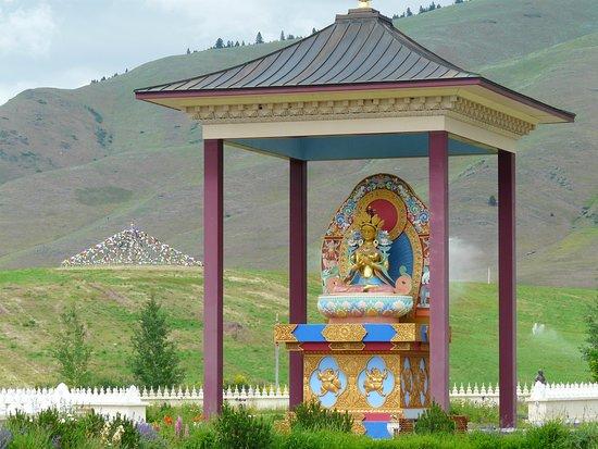 Garden of One Thousand Buddhas: Buddha shrine