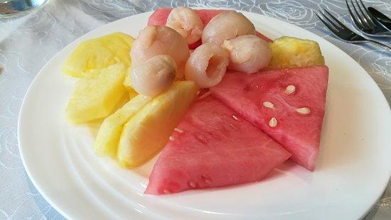 Asia Xin Long: Obst vom Nachtisch-Buffet