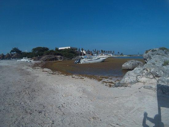 Grand Sirenis Riviera Maya Resort: Unplayable beach
