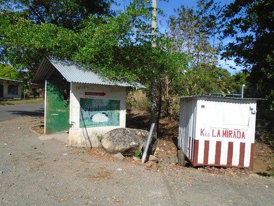 Caldera Hot Springs: Bus stop