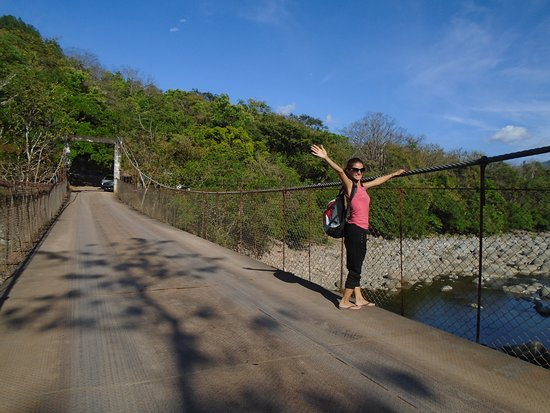 Caldera Hot Springs: Go across the bridge