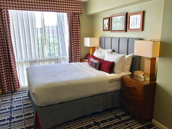 Graduate Madison: Queen Bed