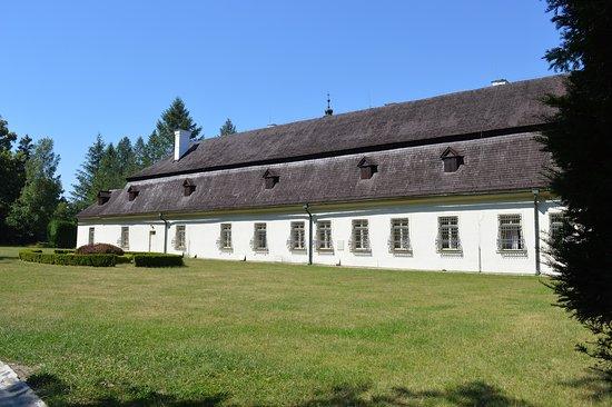 Svätý Anton, Slovensko: park bejárat a kastély mögött