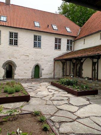 Utstein Kloster: Utstein Courtyard with herb garden