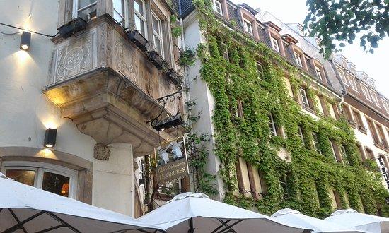 Otro Restaurante Con Vegetacion En Sus Muros Exteriores Picture Of - Muros-exteriores