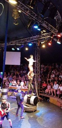 法尔-柬埔寨马戏团照片