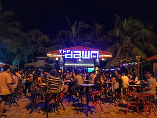 The Dawn Danang: THE DAWN. Watching football everynight