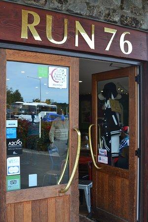 Run 76 Cafe: Comfy inside