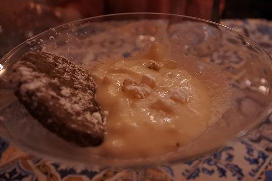 A Ricetta: パスティーラというアマルフィの伝統的なデザート リコッタチーズにフルーツのピールなどが入っています