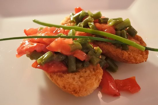 A Ricetta: 翌日もお邪魔しました はじめにトマトとインゲン(?)のブルスケッタ 絶妙の塩加減とオリーブオイルの美味しさで何個でも食べられます!