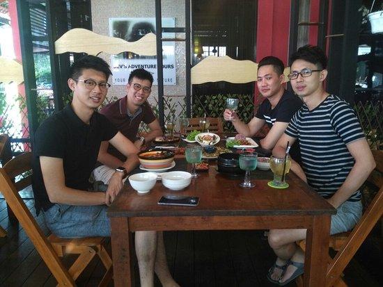 Haroo Haroo Korean Restaurant: Friendly n supportive locals drop by @Haroo's