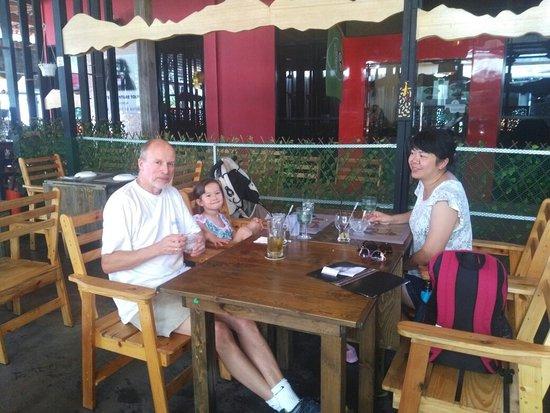 Haroo Haroo Korean Restaurant: Beautiful Norweign family @Haroo's