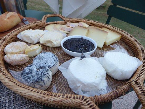 Saint-Laurent du Verdon, France : Käsespezialitäten