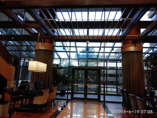 Bethesda Marriott Suites: Lobby