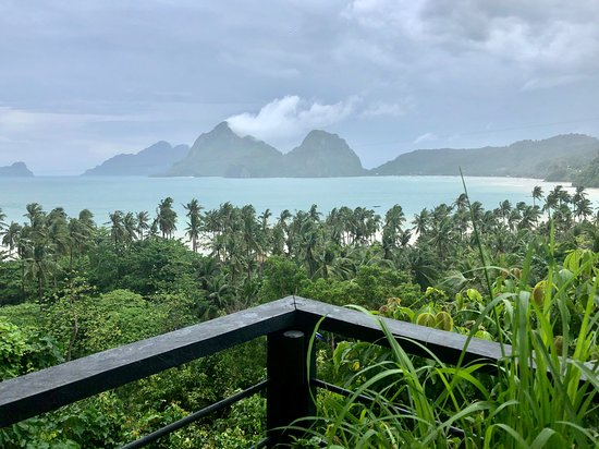 The Nesting Table: Breathtaking view of Bacuit Bay!