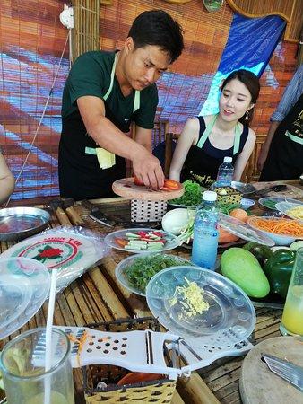 Coconut Fragrance Restaurant Tours: Cookery Tout