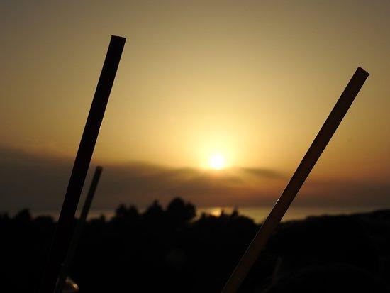Acqua Alaties Beach: Sunset through the huge cocktail straws!
