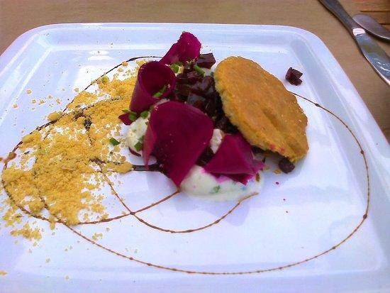 Behuard, France: sablé betterave chèvre... délicieux et frais