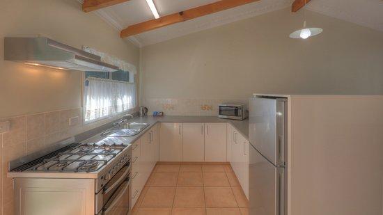 Daydreamer Apartments: Daydreamer 1 Bedroom - Kitchen