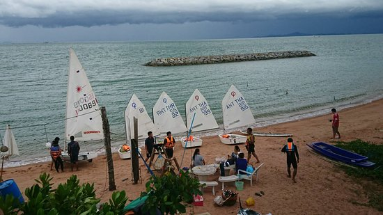 Worita Cove Hotel: Sailing activity for clients