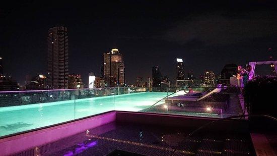 Bangkok Marriott Hotel The Surawongse: 良い雰囲気のプール。