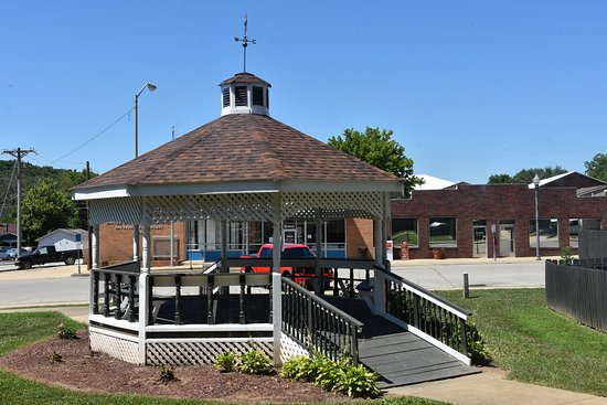 Gazebo - Directly behind the museum - Picture of Pulaski